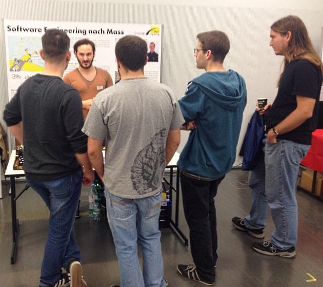 Stand von Object Engineering GmbH an der Jobbörse in HS Rapperswil mit Interessanten.